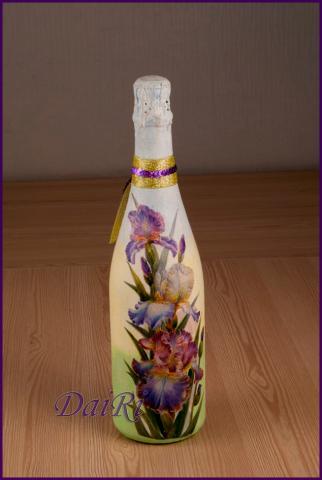 Декупаж с ирисами на бутылке. Весенняя, цветочная тема