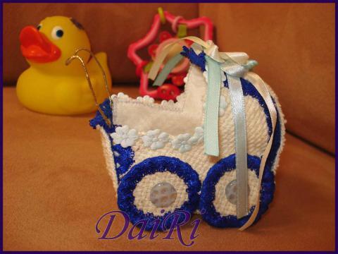 Коляска сувенир. Подарок для новорожденного. Ручное шитье
