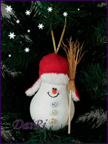 Снеговик на елку из лампочки своими руками. Украшение на елку